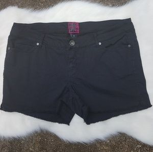 Torrid black frayed hem denim shorts size 18